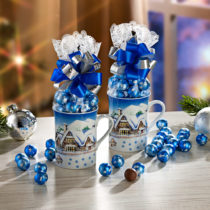 """Blancheporte 1 darčekový hrnček """"Zimná dedina"""" + cukrovinky"""